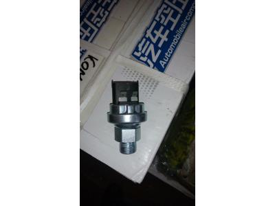 Датчик давления масла М18х1,5 (4контакта + штеккер 2контакта) SH SHAANXI / Shacman (ШАНКСИ / Шакман) 612600090766 фото 1 Севастополь